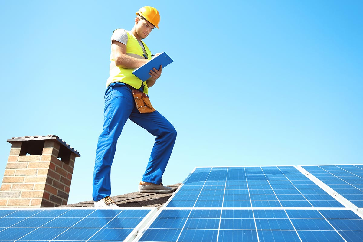 Roofer with Roofing Certifications