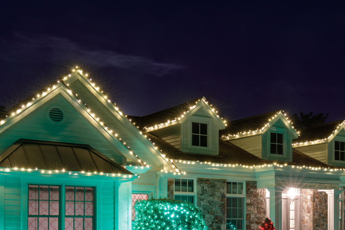 Tips for Expertly Attaching Christmas Lights to Your Roof
