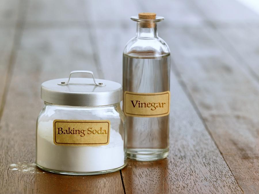 bigstock-baking-soda-with-white-vinegar-159910439.jpg